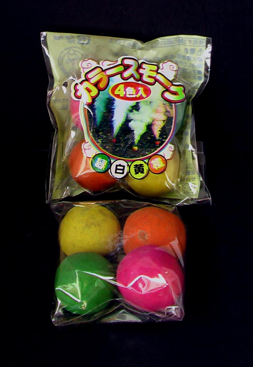 カラースモークボール4P入り250円